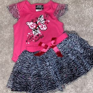 🛍Adorable animal print outfit size 6-9 months🛍